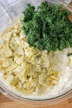 Los ingredientes para hacer la MEJOR receta de salsa de alcachofa y espinacas.