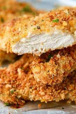 ¡Este pollo parmesano es tan bueno y crujiente que nadie creerá que está horneado! Una capa crujiente y crujiente con una tierna pechuga de pollo jugosa en el interior. ¡Perfecto para disfrutar solo o en un sándwich de pollo!