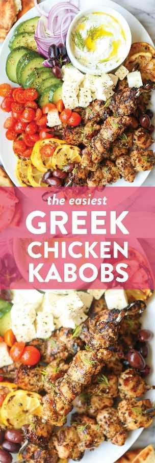 Brochetas de pollo griego: brochetas súper jugosas y tiernas hechas con la mejor marinada de la historia. Aceite de oliva, jugo de limón, pimentón, orégano, albahaca, tomillo, ajo. TAN BOMBA.