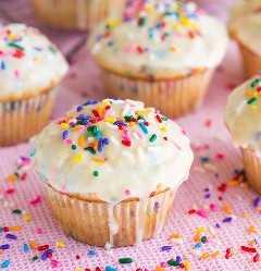 Muffins glaseados Funfetti | Cocina con clase
