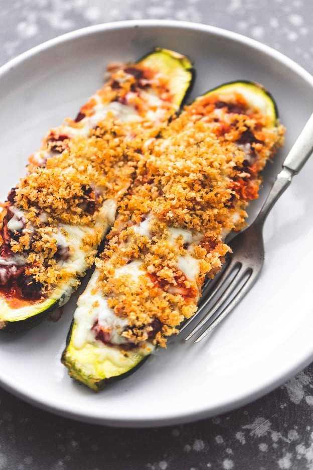 Saludable receta de barcos rellenos de calabacín italiano | lecremedelacrumb.com