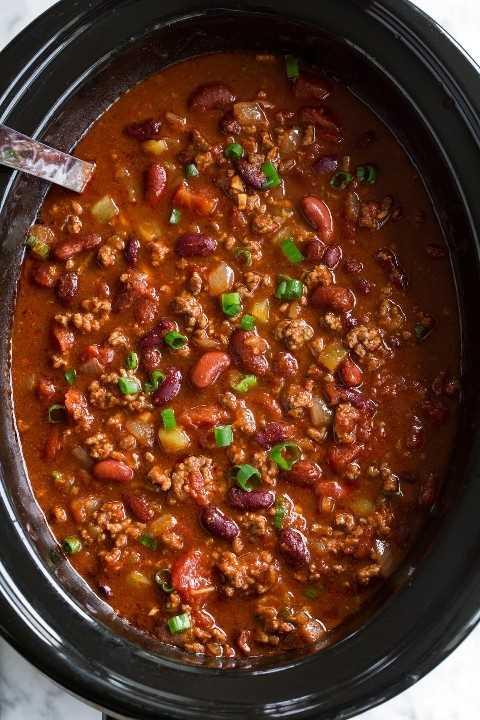 El mejor chile casero en una olla de cocción lenta.