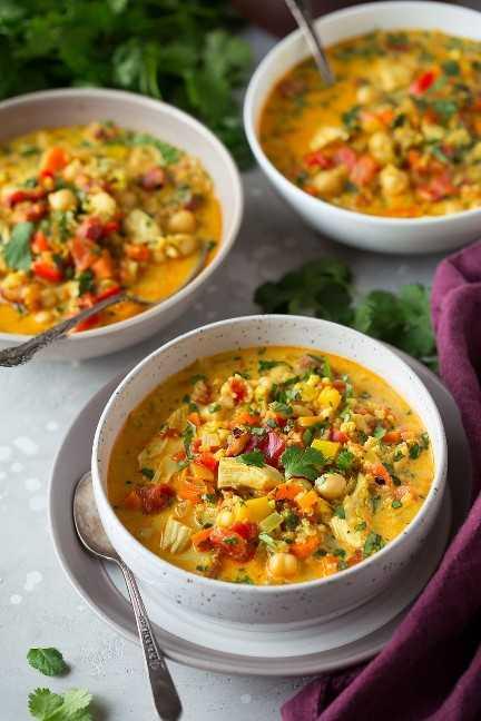 Sopa de pollo al curry y quinua