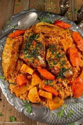 Un plato del plato nacional de Senegal llamado Thieboudienne.