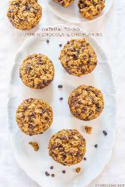 Muffins de avena y calabaza con chispas de chocolate: ¡como tener un tazón de avena de calabaza caliente en forma de muffin portátil! ¡Rapido y facil!
