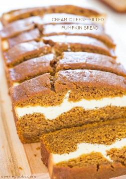 Pan de calabaza relleno de queso crema - ¡Pan de calabaza que es como hornear un pastel de queso! Suave, esponjoso, fácil y sabe ahhhh-mazing!