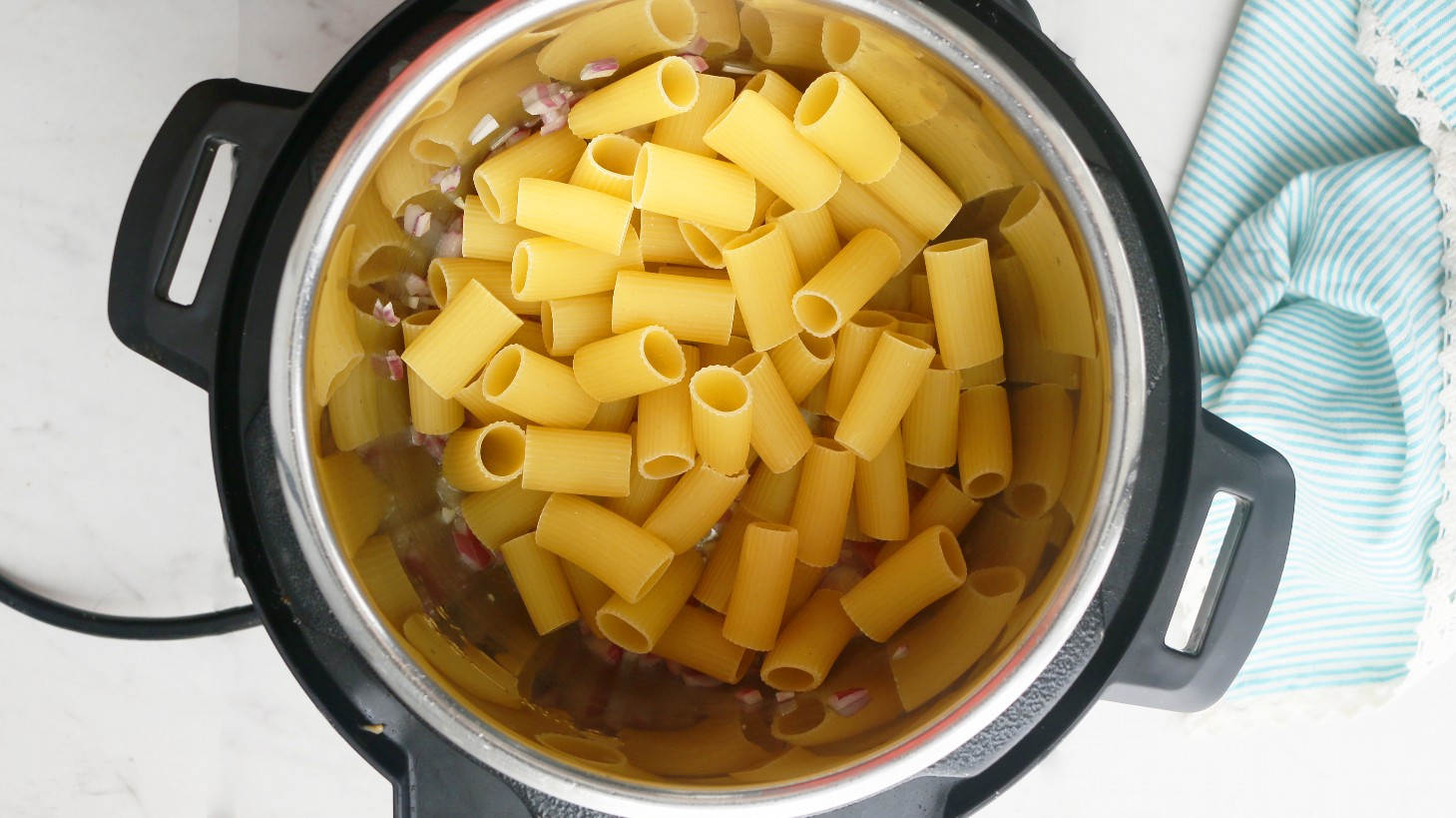 Ziti horneado sin carne en una olla instantánea