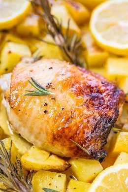 One-Pan Honey Lemon Chicken and Roasted Potatoes - ¡Pollo jugoso con glaseado de miel y limón que es agridulce y tan bueno! ¡Saludable, rápido, tan fácil, y la limpieza es muy fácil!
