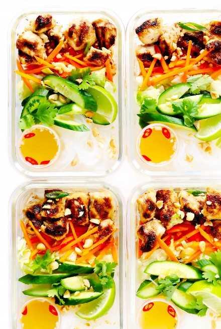 Cuencos de pollo con fideos vietnamitas Contenedores de preparación de comidas
