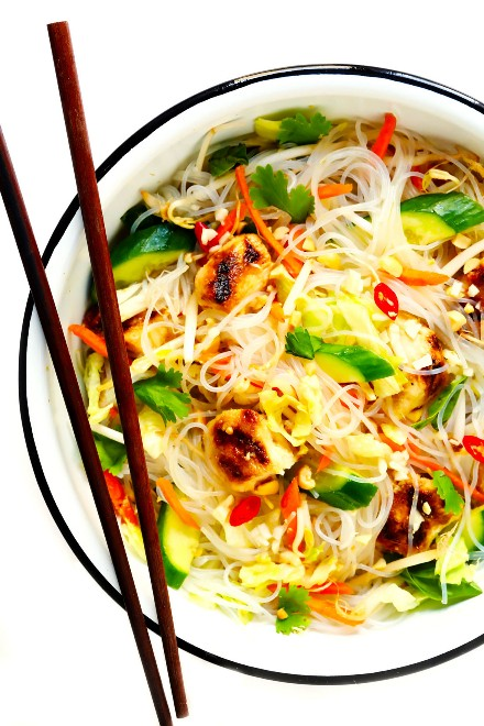 Ensalada de fideos con pollo vietnamita