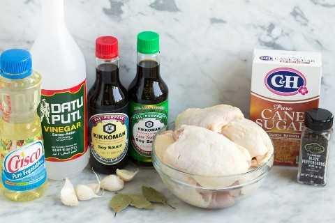 Ingredientes de frango Adobo