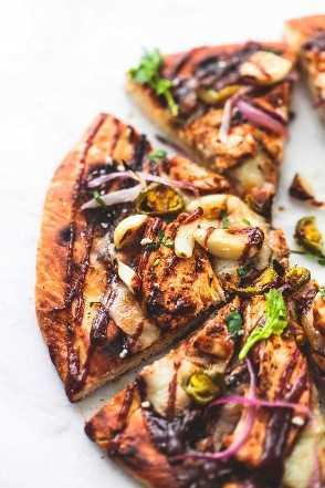 Pizza de pollo a la parrilla BBQ