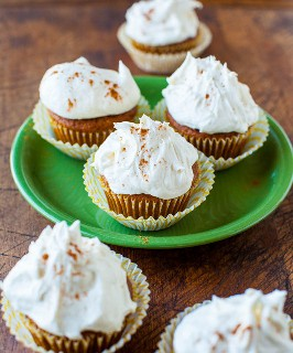 Pastelitos de calabaza y especias con glaseado de crema de mantequilla de malvavisco