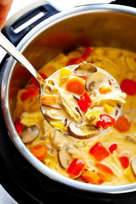 Sopa de arroz salvaje con pollo al curry tailandés