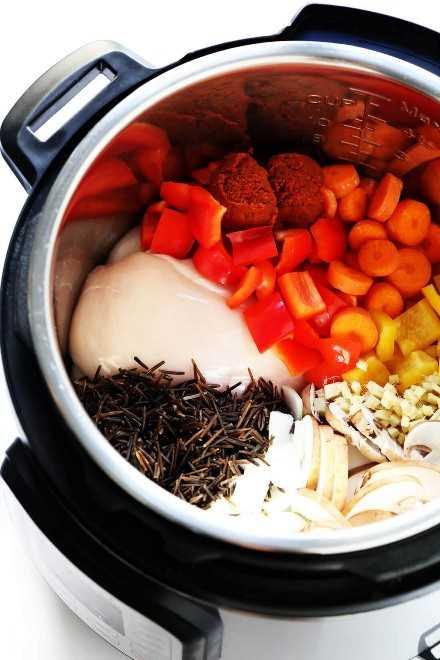 Ingredientes de sopa de arroz salvaje al curry tailandés