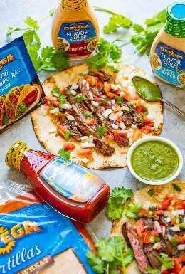 Carne Asada Tacos - ¡¡¡FÁCIL carne asada en casa que rivaliza con tu restaurante favorito !! La tierna y jugosa carne sazonada a la perfección y cubierta con pico de gallo y salsa hacen que estos tacos de carne asada sean INCREÍBLES.