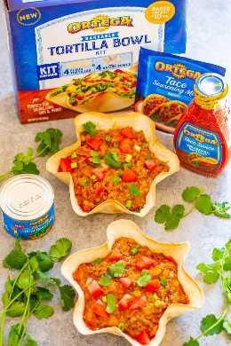 Cheesy Beef Taco Dip - ¡FÁCIL, listo en 15 minutos, y sabe a un increíble taco de carne que es extra QUESO en forma de salsa y muy bueno! ¡Los cuencos de tortilla horneables son muy divertidos! ¡PERFECTO para fiestas y encuentros del día del juego!