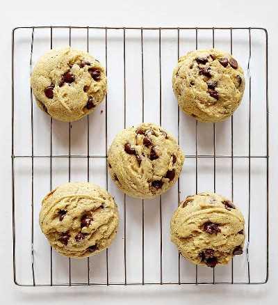 Sobrecarga de 5 galletas de chispas de chocolate con especias de calabaza