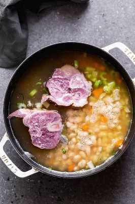 Sopa de jamón y frijoles