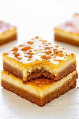 Bares de Cheesecake Crème Brûlée - as barras de degustação de brûlée FÁCIL encontraram um cheesecake ao longo do caminho com uma crosta de biscoitos de açúcar! Rico, pecaminosamente decadente e uma ótima sobremesa para preparar festas e eventos!