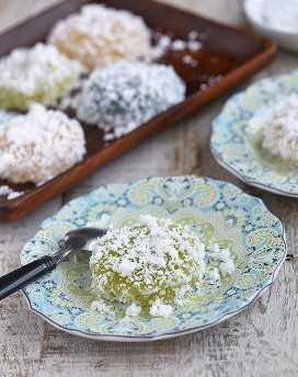 pitchi-pitchi con sabor a pandan en un plato azul