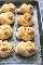 Receta fácil de nudos de parmesano y ajo casero | lecremedelacrumb.com