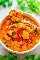 Sopa tailandesa de pollo al curry con coco - ¡FÁCIL, listo en 30 minutos, SALUDABLE y cargado de SABOR! ¡Las batatas, zanahorias, pimientos rojos, pollo, espinacas, cilantro y caldo de leche de coco se combinan para formar una sopa INCREÍBLE!
