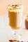 Caramel Macchiato {Copycat Recipe} - ¡Una receta FÁCIL en el hogar para la querida bebida de la cafetería! ¡Tiene un sabor INCREÍBLE y su billetera se lo agradecerá! ¡No se requiere cafetera espresso ni espumador de leche!