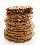 Galletas de jengibre suave con una rota y bordes expuestos