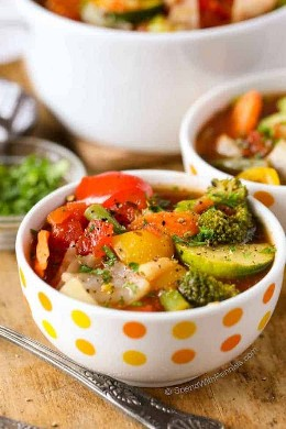 Cerrar en tazón de sopa de verduras
