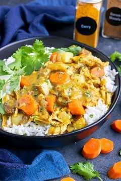 Receta de pollo al curry rápida, fácil y sin gluten que se hizo en una olla a presión eléctrica.