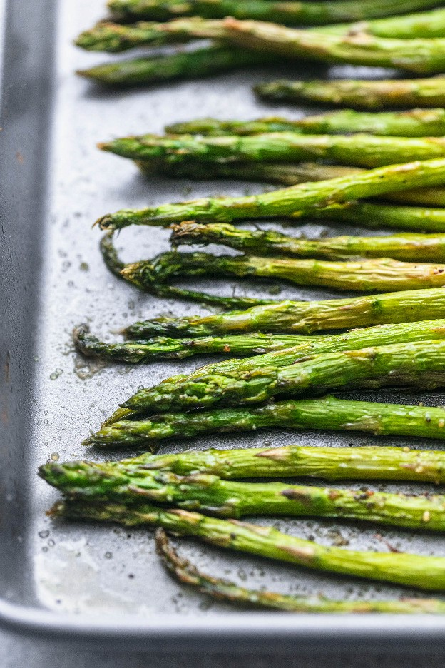 Receta de espárragos asados al horno fácil y saludable | lecremedelacrumb.com