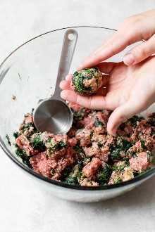 Cómo hacer albóndigas de carne de res y espinacas.