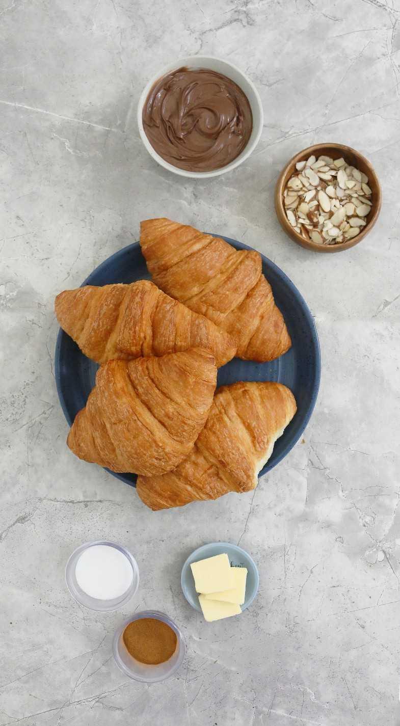ingredientes para sandwich de croissant de chocolate