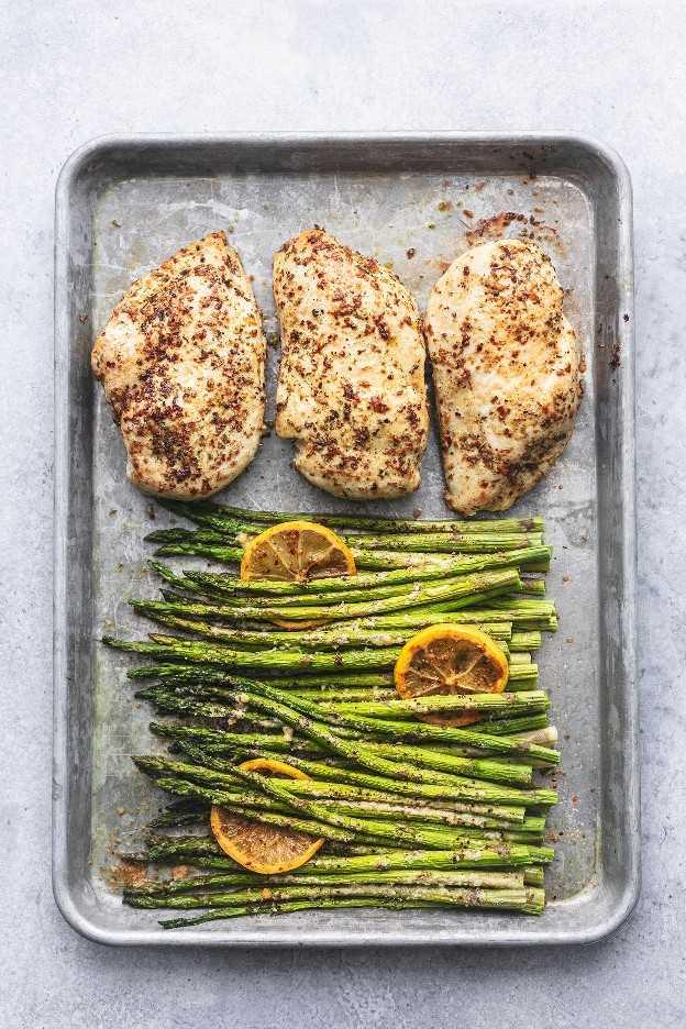 Receta fácil y saludable de cena de pollo y espárragos con sartén | lecremedelacrumb.com