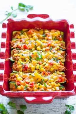 Barcos cargados de calabacín con enchilada de pollo: ¡omita las envolturas de enchilada y use calabacín en su lugar! ¡Fácil, más saludable y hay mucho SABOR entre el pollo jugoso empapado en salsa de enchilada, maíz, pimientos y QUESO!