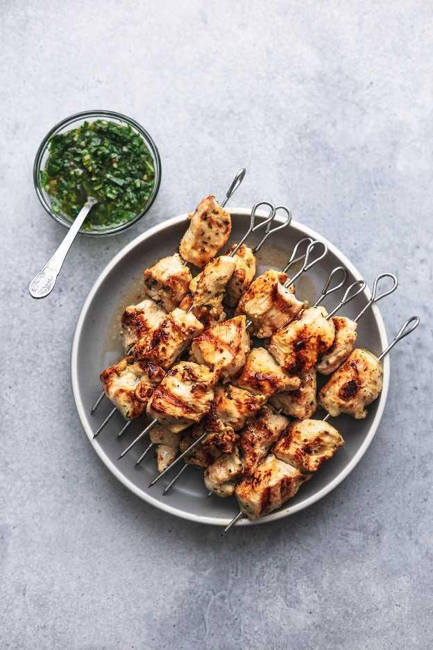 Receta argentina de pollo al chimichurri receta fácil y saludable para la cena de pollo | lecremedelacrumb.com