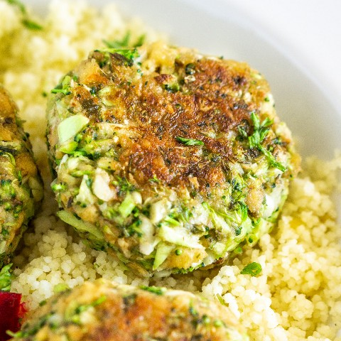 albóndigas de brócoli hechas con vegetales adda mezcla sabrosa mezcla de proteínas