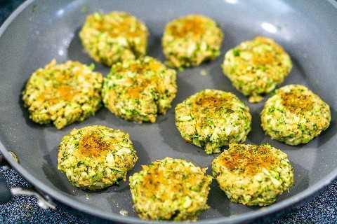 freír albóndigas de brócoli