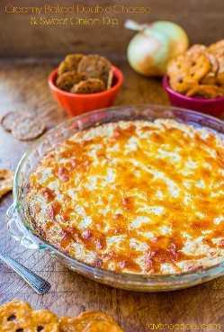 Molho cremoso de queijo duplo e cebola doce - molho de queijo, reconfortante e fácil que todo mundo adora! Receita em averiecooks.com