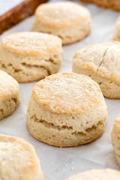 galletas horneadas en una sartén