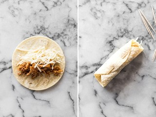 Pollo y queso desmenuzado sobre una tortilla de maíz para taquitos