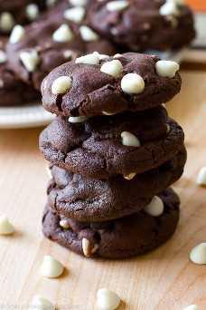 Las MEJORES galletas de chocolate: ¡saben a brownies! Receta en sallysbakingaddiction.com