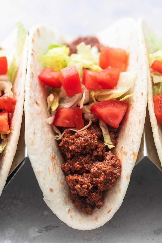 Los mejores tacos de carne molida de res receta fácil para la cena de carne molida | lecremedelacrumb.com