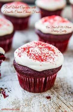 Cupcakes de veludo vermelho com cobertura de cream cheese - Se você já quis fazer cupcakes de veludo vermelho a partir do zero, tão bons quanto você encontraria em uma padaria, experimente esta receita!