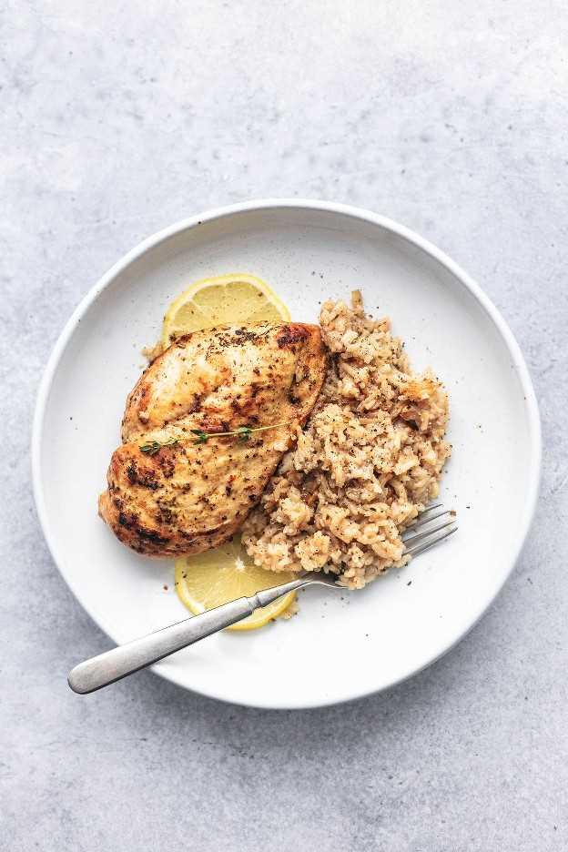 Receita de jantar instantânea fácil e saudável com peito de frango e arroz | lecremedelacrumb.com