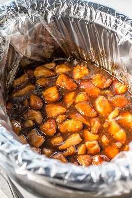 Pollo anaranjado de olla de cocción lenta: ¡el pollo naranja más fácil de todos porque su olla de cocción lenta hace todo el trabajo! ¡Súper jugoso, tierno y cubierto con un glaseado de naranja dulce pero picante que es irresistible!