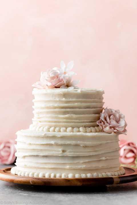pastel de bodas casero de vainilla de 2 niveles