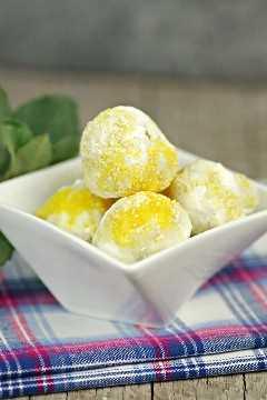 Bombas de grasa de limón keto
