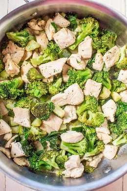 Sartén fácil de pollo y vegetales Ranch de 15 minutos: cuando necesita una cena rápida y fácil, ¡esta receta es una receta! ¡Sabor atrevido de rancho, adaptable para hacer con tus verduras favoritas, y es saludable!